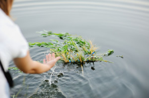 baby-girl-walks-river-wreath-wild-flowers_74906-848 freepik